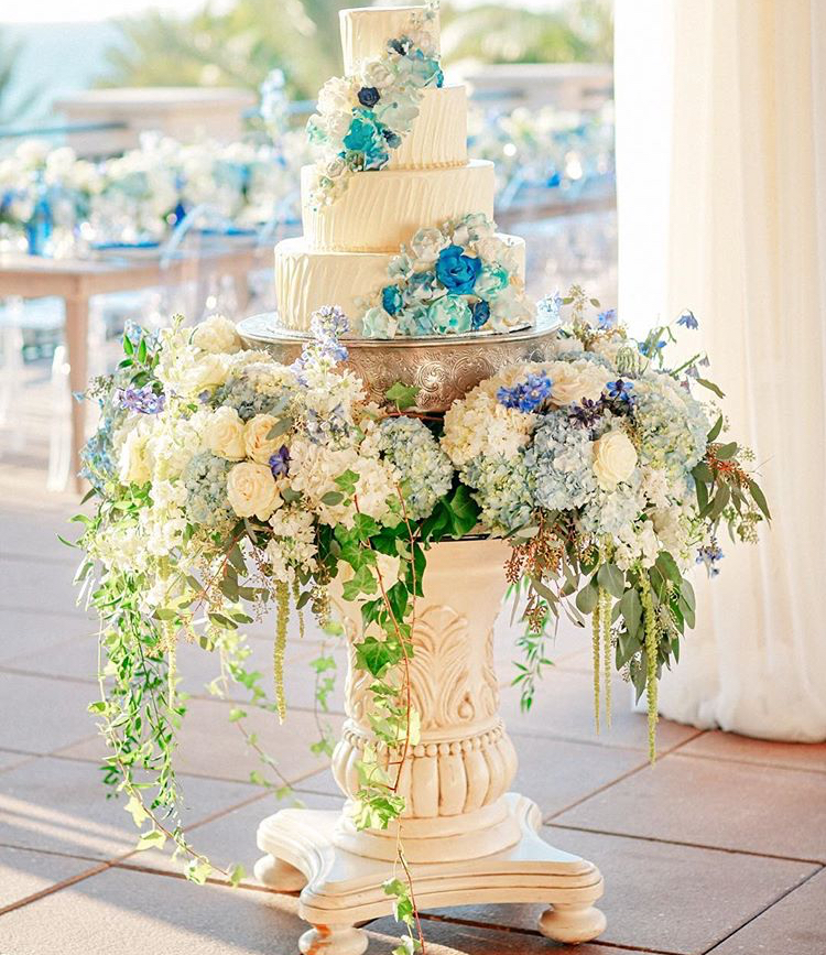 Blue wedding cake table